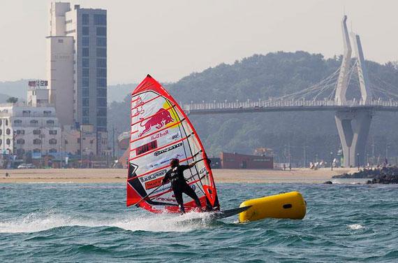 dunkerbeck gets injured in Korea