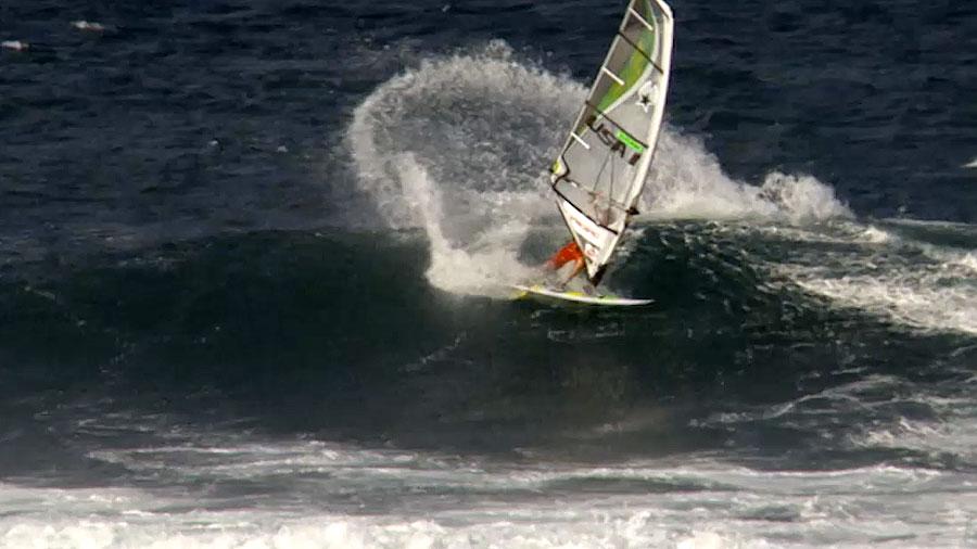 Wave Ride Graham Ezzy at Hookipa