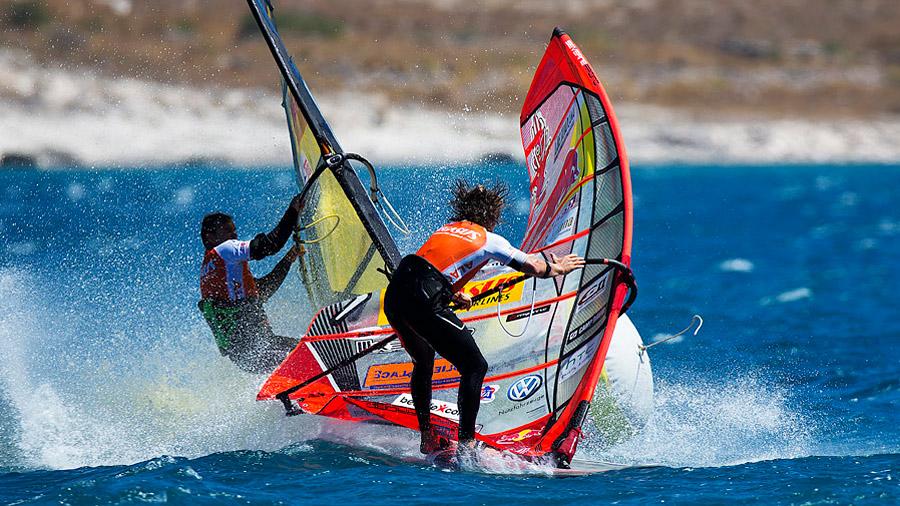 Angulo and Dunkerbeck collide at Alacati (Pic: Carter/PWA)