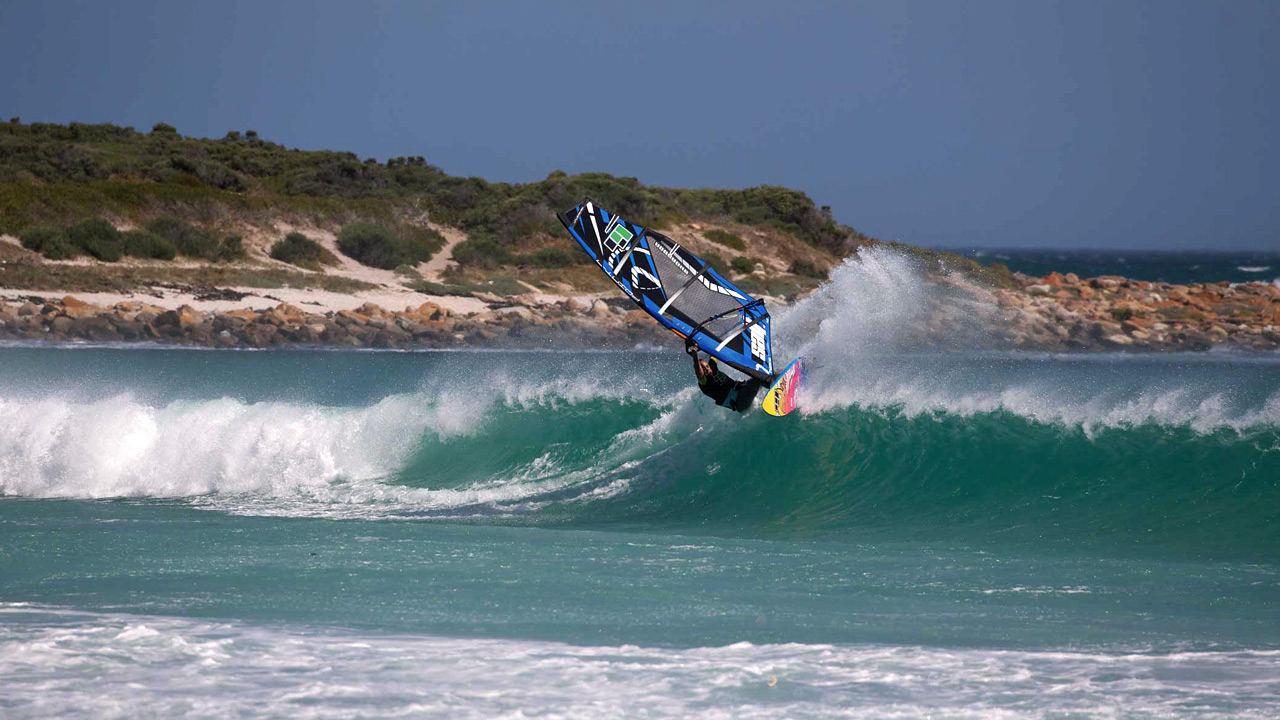 Cesare still goes big in waves (Pic: 99NoveNove)