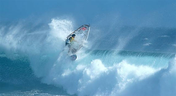 Alex Mussolini with the best wipe out (© Gilles Calvet/ www.reunionwaveclassic.com 2009)