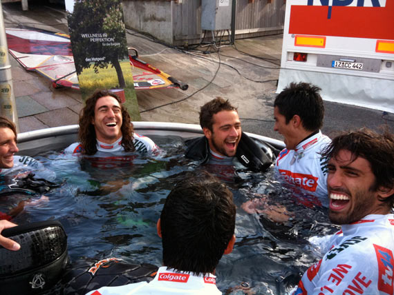 Freestylers relaxing in the jacuzzi - Pic: Continentseven.com