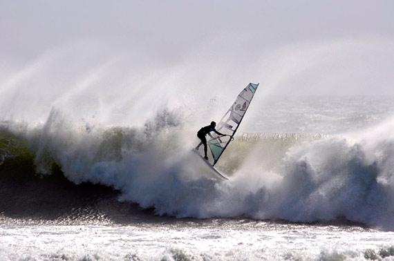 Marcilio before a massive impact (Pic: Caitlin & Ingo Meyer, windsurfersmag.de).
