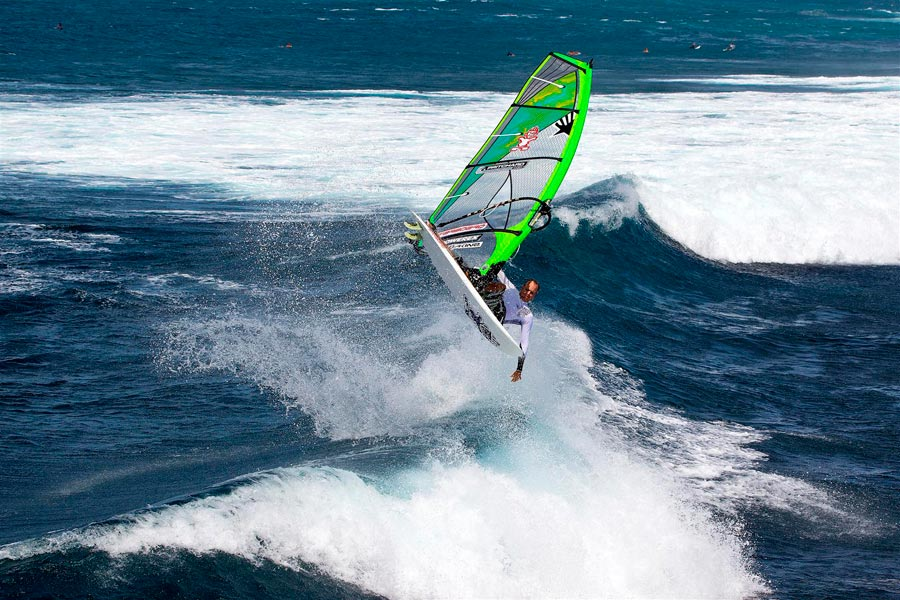 Kevin Pritchard, Ezzy Teamrider in an aerial at Ho'okipa.