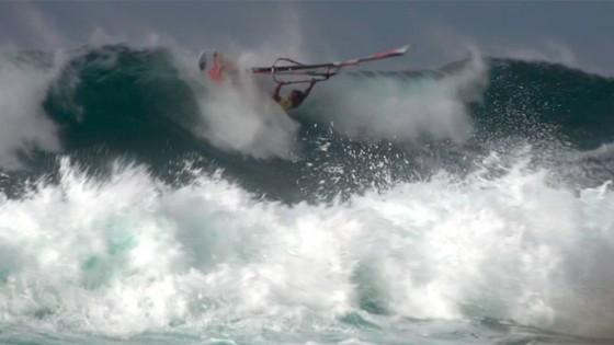 Wave riding Crash by Bernd Roediger