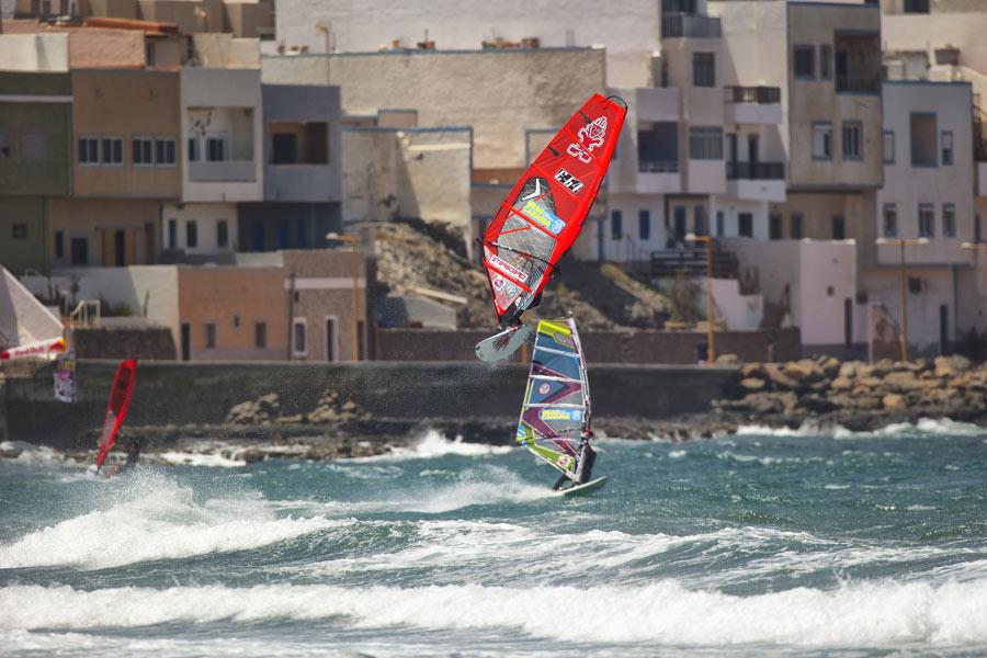 Daida Moreno flying over Pozo