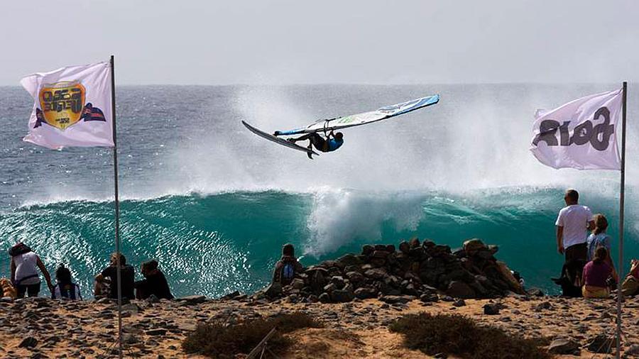 Dario with a nice Aerial at Punta Preta (Pic: PWA/Carter)