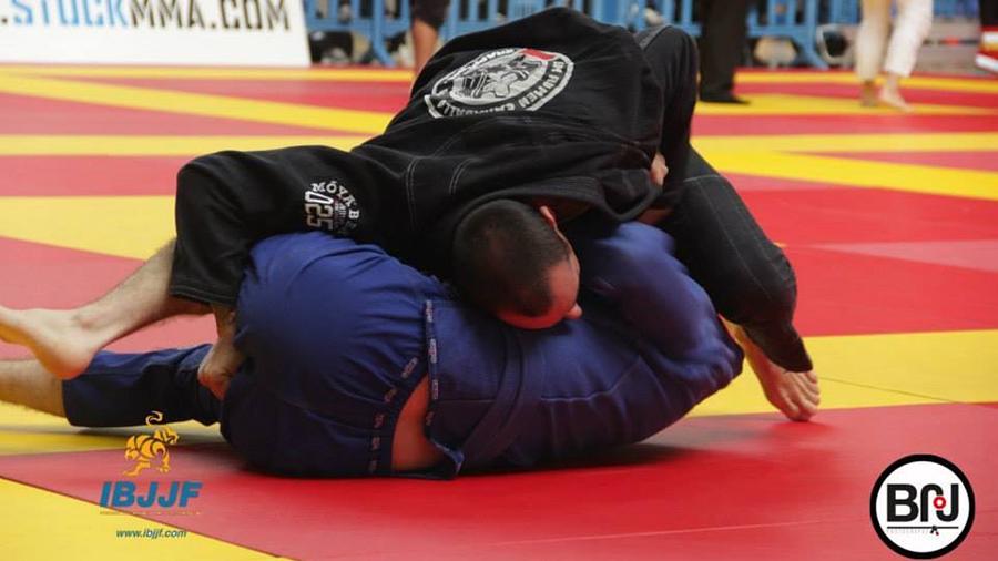 Dario fights Brazilian Jiu Jitsu