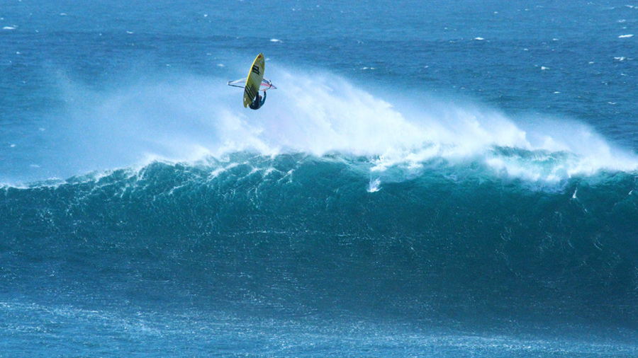 Big aerial by Stephane Etienne at Puertito (Pic: Alfredo Vera)