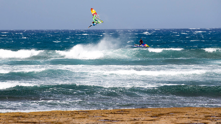 Adam Lewis with a onehand Backloop in teh storm of Cabezo (Pic: Carter/PWA)
