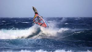 Alex Mussolini rotates through a big Wave 360 (Pic: Carter/PWA)