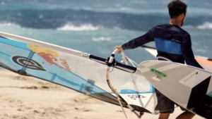 Levi Siver heads to the water at Ho'okipa