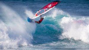 Fiona Wylde hits the lip (Pic:Carter/PWA)