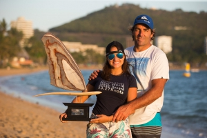 Antoine and Paola with the trophy at the beach (Pic: Carter/PWA)