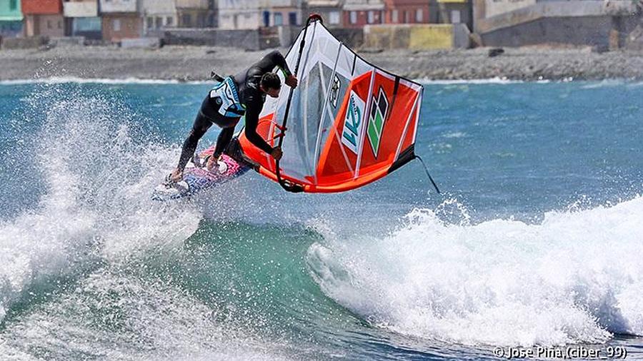 Dario nails a Goiter at Mosca Point  (Pic: Jose Pina)