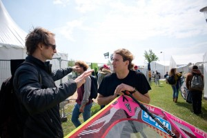 Chris talking with Davy Scheffers - Pic: Continentseven/Kerstin Reiger