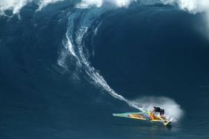 Jason with a radical bottom turn at Peahi Pic: RedBull