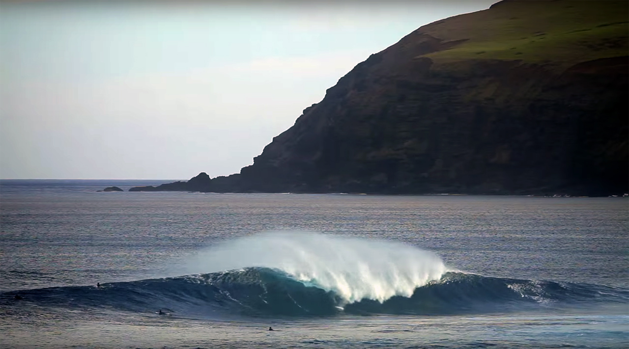 Glassy surfing conditions on Rapa Nui