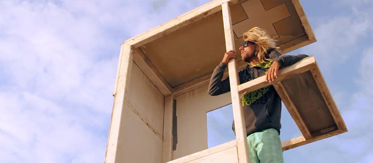 Loick Spicher is checking the wind at Risco del Paso, Fuerteventura