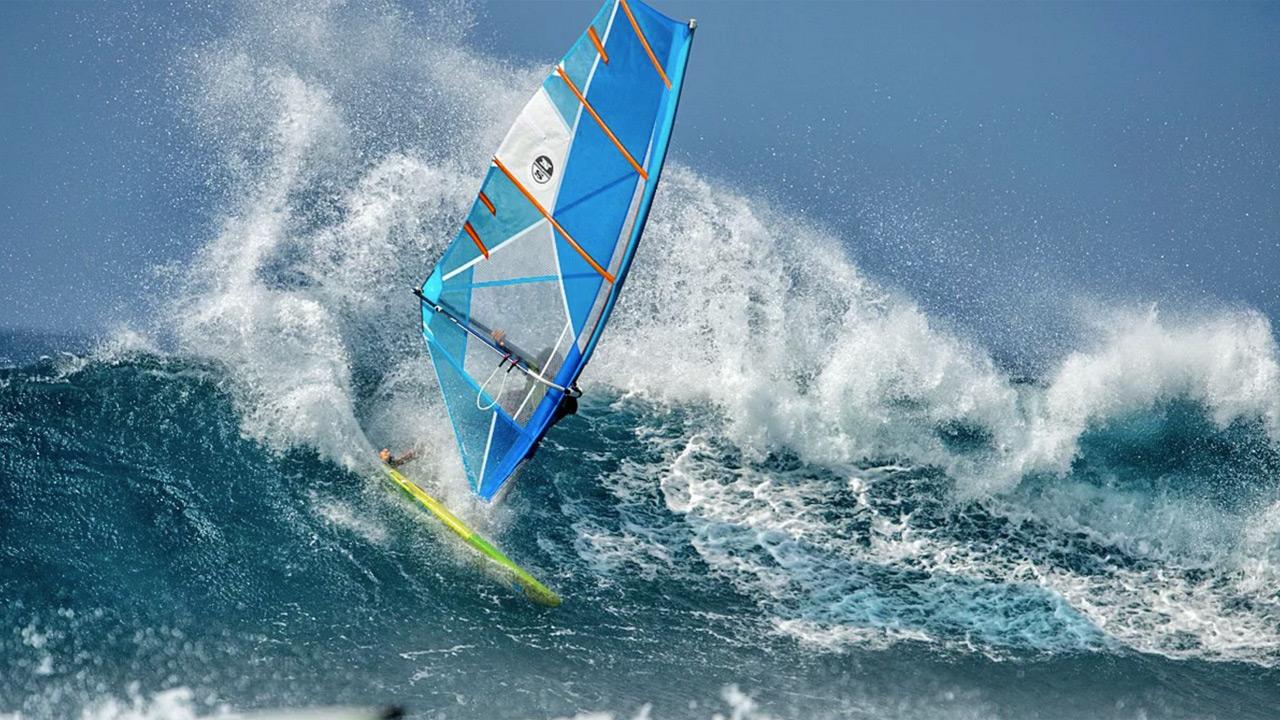 Victor Fernandez – Maui Windsurfing Action
