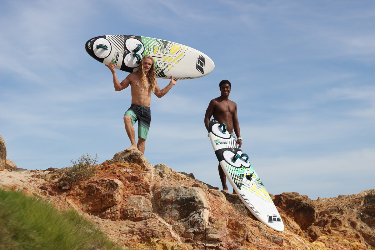 Deivis Paternina and Youp Schmit show boards and six pack (Photo: Fukajaz)