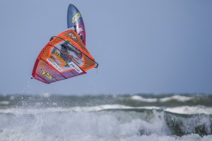 Leon Jamaer rotates through a Back loop at Westerland