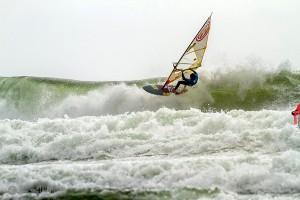 Morgan Noireaux on a thick wave (Photo: Luckybeanz/IWT 2017)