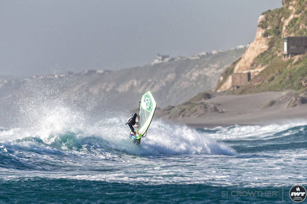 Benjamin Fabres shows a Taka at his home spot Matanzas