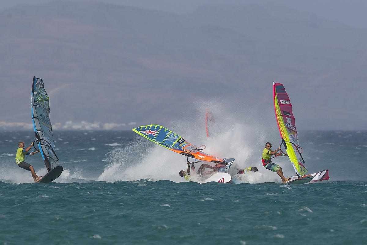 Taty Frans and Pierre Mortefon crashing - Pic: John Carter/PWA