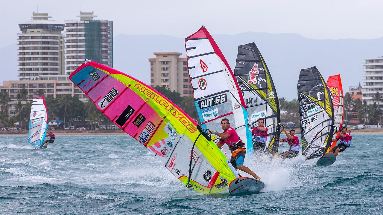 Antoine Albeau leads (Photo: Carter/PWA)