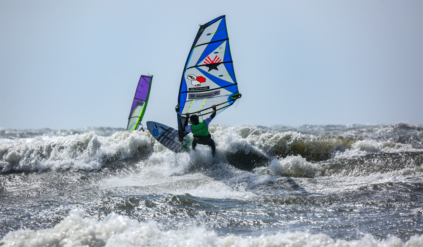 The Hawaiian Graham Ezzy sets a Cutback in one of Sylt's mushy waves (Photo by Lightnic)