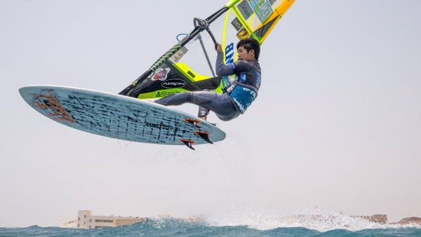 Takuma Sugi wins the youth category in Cabezo in 2018 (Photo: Carter/PWAworldtour)