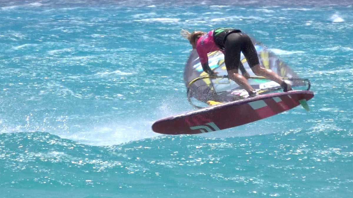 Air Funnell into Burner one handed by Yentel Caers
