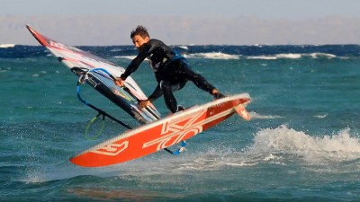 Yegor Popretinskiy with slow motion moves from Dahab