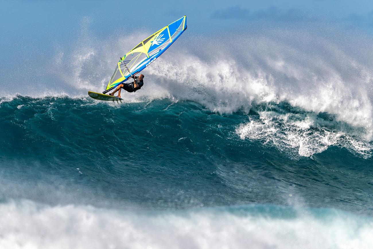 Kevin Pritchard sets an Aerial at Ho'okipa
