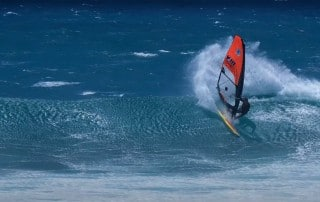 Ricardo Campello shows wave turns from Maui