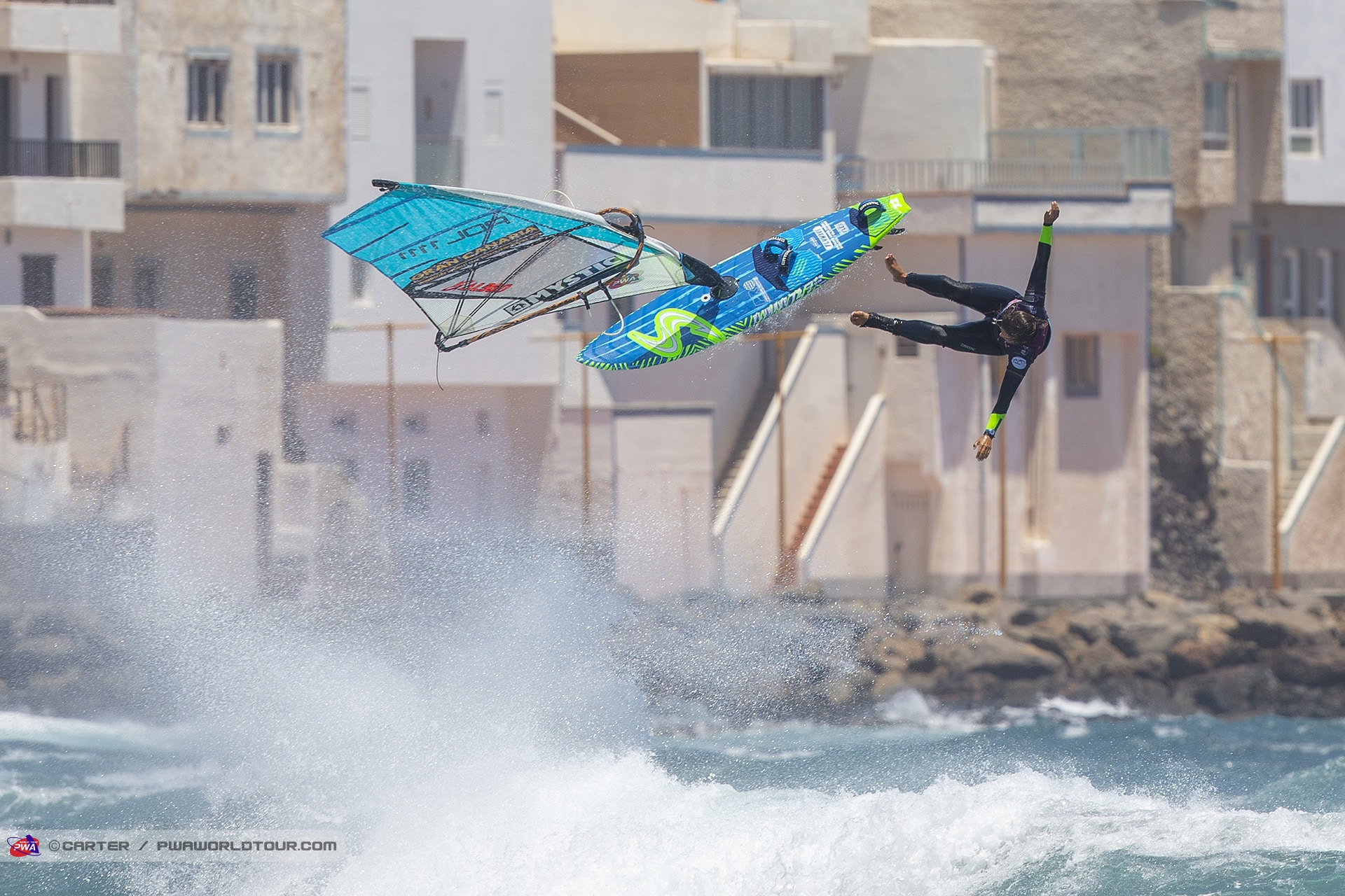 Women take a lot of risk. Justyna Sniady let it go in Pozo (Photo: Carter/PWAworldtour)