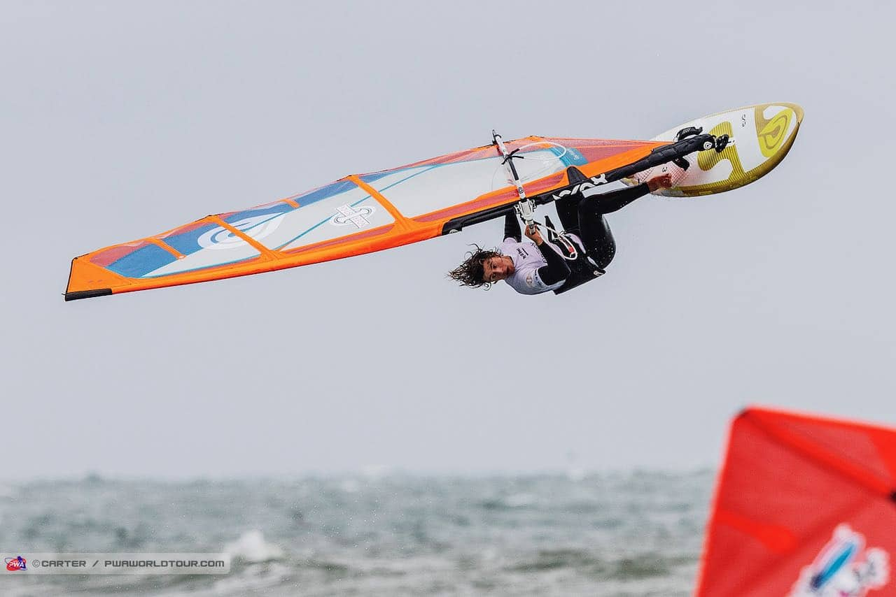 Marino Gil with a one footed Backloop in the Super Session (Photo: Carter/PWAworldtour)