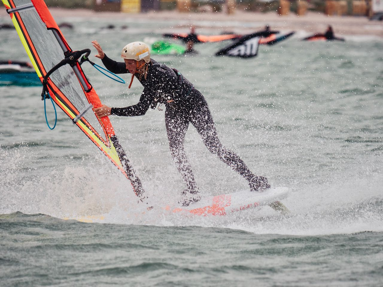 Lisa Kloster slides through a Spock at the Surf Festival 2021 (Photo by Valentin Boeckler).